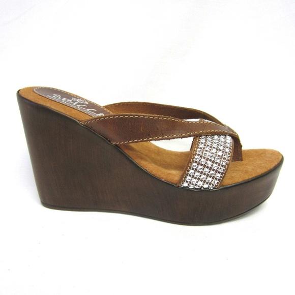 d351c50dc129 Sbicca Monteverde Camel Wedges Sandals Sparkly 8